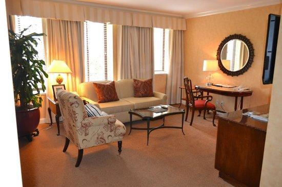 Fairmont Miramar Hotel & Bungalows: lounge area / boys sleeping area