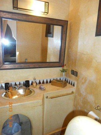 Riad Dar Dialkoum: bathroom
