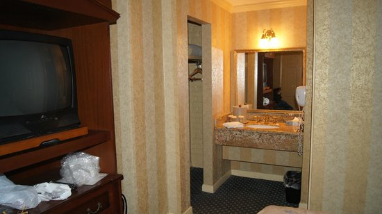 Place d'Armes Hotel: Interior room