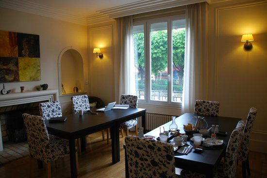 ลาวิลลา ปารีส:                   Dining Room