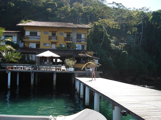 Casa do Bicho Preguica:                   the hotel from the pier