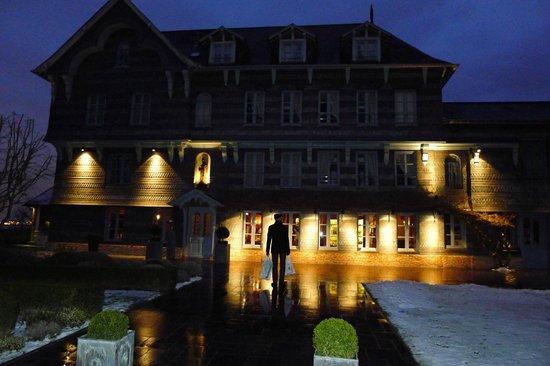 La Ferme Saint Simeon - Relais et Chateaux:                   Вечером