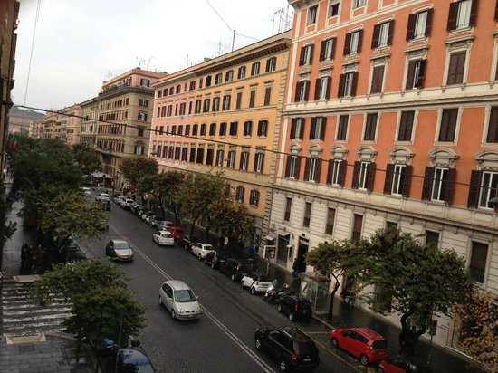 Rome Armony Suites: view from window of Via Cola di Rienzo