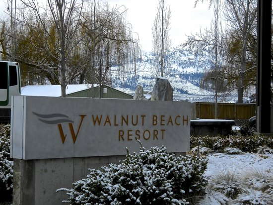 Walnut Beach Resort: Entrance