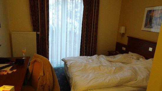Landhotel Hallnberg:                   Achtung die Zimmer sind von aussen sehr gut einsehbar!