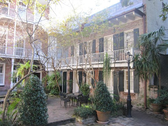 Place d'Armes Hotel: courtyard