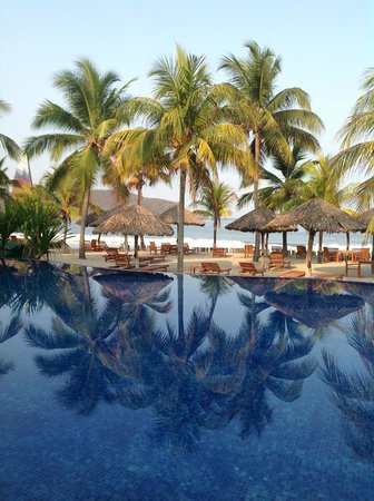Villa del Sol Resort:                   Pool & beach - shot in the early, early morning