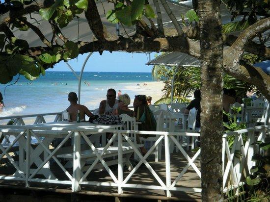 Mojitos :                   dining on the beach