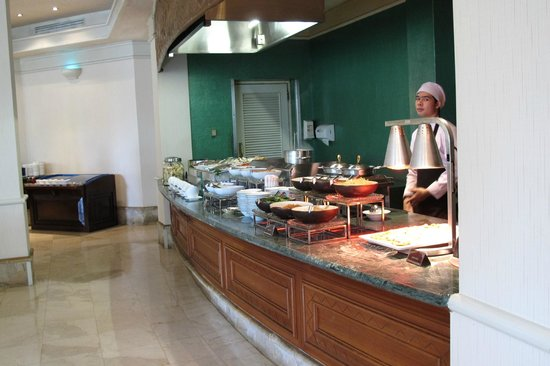 Bandara Hotel: stir fry station