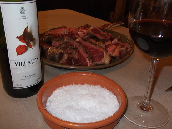 La Sidreria: la carne con sus escamas de sal lista para hacer