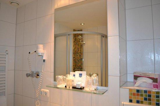 Hotel Aquis Grana :                   Assortment of Toiletries; Shampoo, Body Gel included