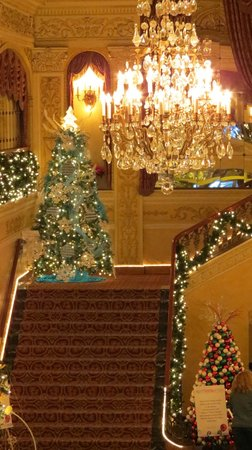 The Embassy Theatre: Staircase leading to 2nd floor of Embassy.