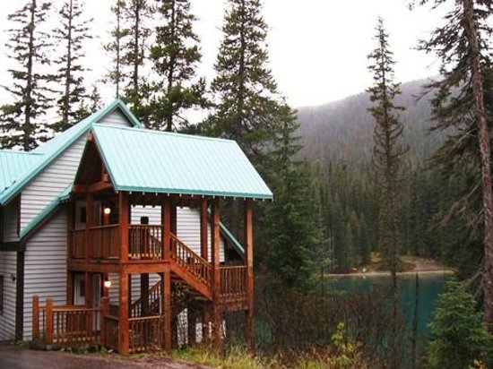 Emerald Lake Lodge:                   hotel