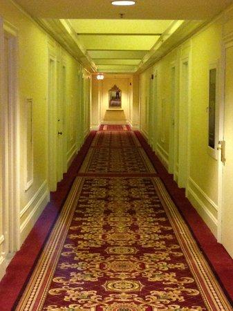 Millennium Biltmore Hotel Los Angeles:                   Hallway
