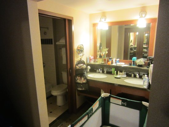 Disney's Grand Californian Hotel & Spa:                   bathroom area