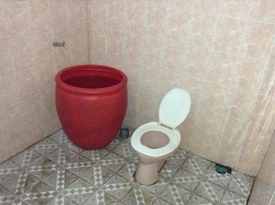 Hotel Melati Virgo : kamar mandi yang kotor dan mngerikan