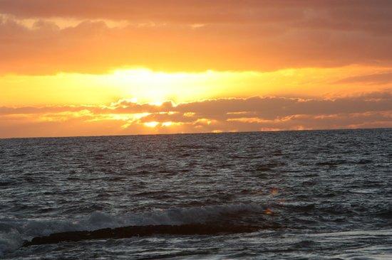 كياهونا بلانتيشن ريزورت كاواي باي آوتريجر:                   Sunset from the beach                 