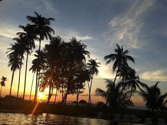 Lanta All Seasons Beach Resort & Spa: sunset at hotel