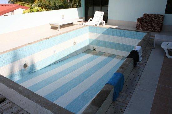 Variety Stay:                   Pool ohne Wasser 1
