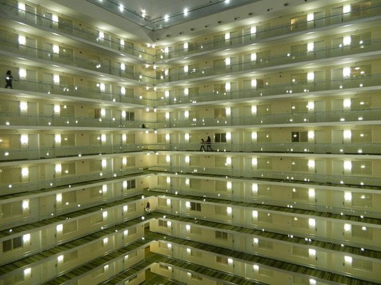 Embassy Suites by Hilton Chicago Downtown Magnificent Mile: Atrium looking out from 13th floor