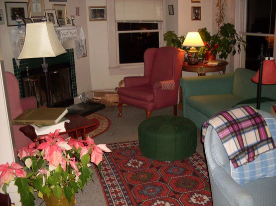 Sylvia Beach Hotel:                   Living room/library with fireplace
