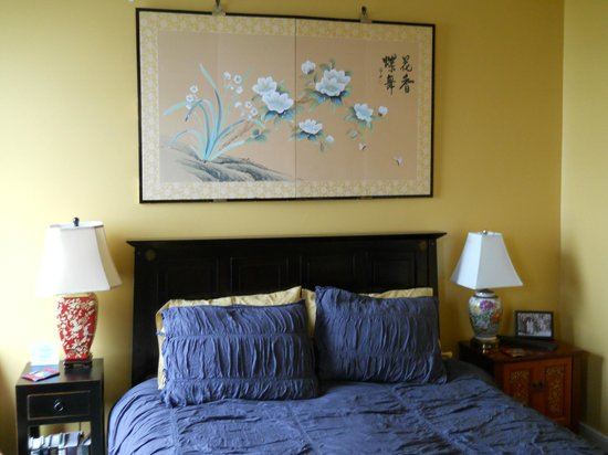 Sylvia Beach Hotel:                   Amy Tan Room