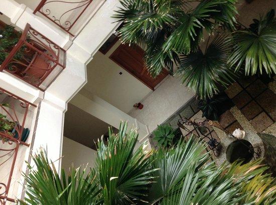 Hotel Susteran: taman tengah