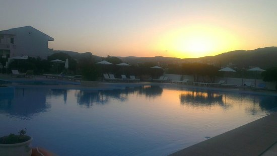 Chryssana Beach Hotel:                   Chryssana/ beautiful sun set
