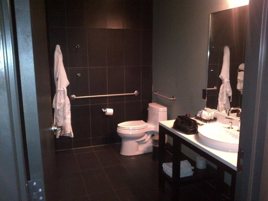 Iron Horse Hotel: Room's bathroom