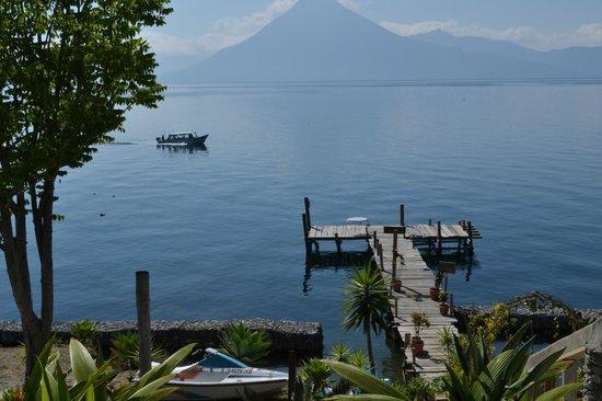 Jardines del Lago: El muelle del hotel