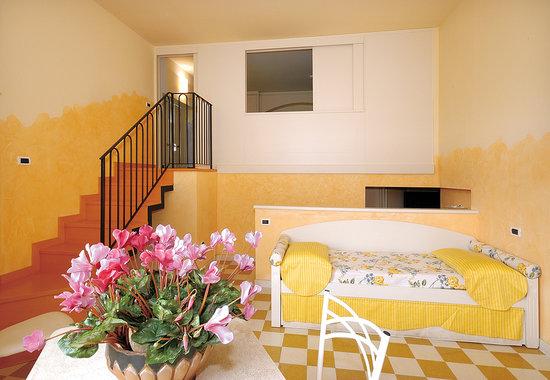 Camera Da Letto Con Soppalco : Camera da letto su due livelli con soppalco foto di bellavista