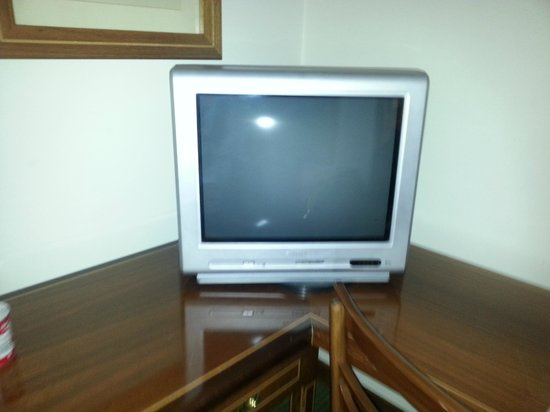 Hotel Real Parque:                   old tv