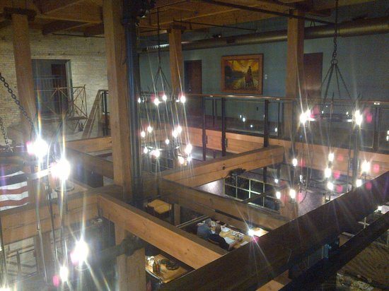 Iron Horse Hotel: Looking down on lounge from 2nd floor