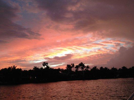 Mabru Day Cruises: Breathtaking sunsets
