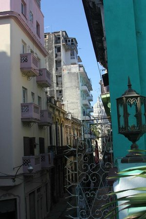 Casa Colonial 1715:                   Capitolio from the roof - 5 min. of walking distance