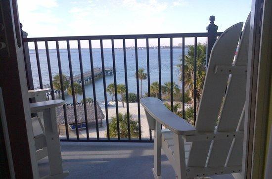 هاربور سايد آت شارلستون هاربور ريزورت آند مارينا: View of Balcony and water from a harbor view room