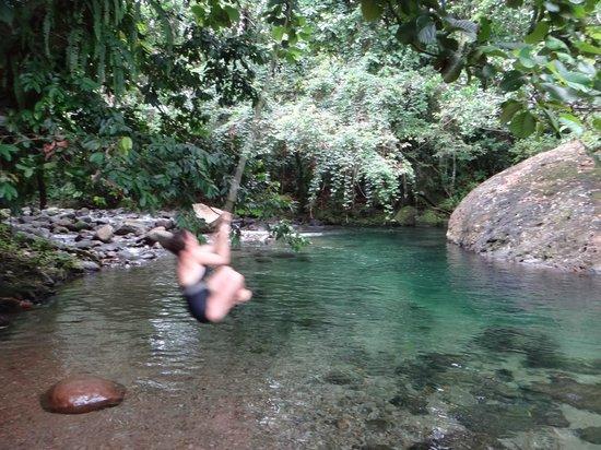 Mermaid's Secret - Riverside Retreat: Petite baignade dans leur piscine naturelle à l'eau cristalline 
