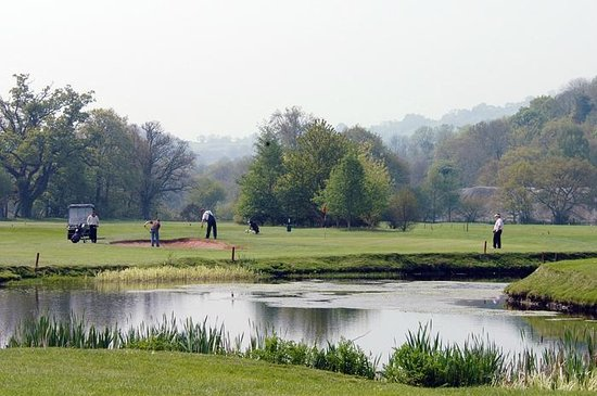 Teign Valley Golf And Hotel: 11th hole by lake & River Teign