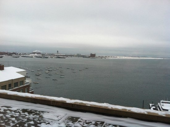 Boston Harbor Hotel: View toward Logan International