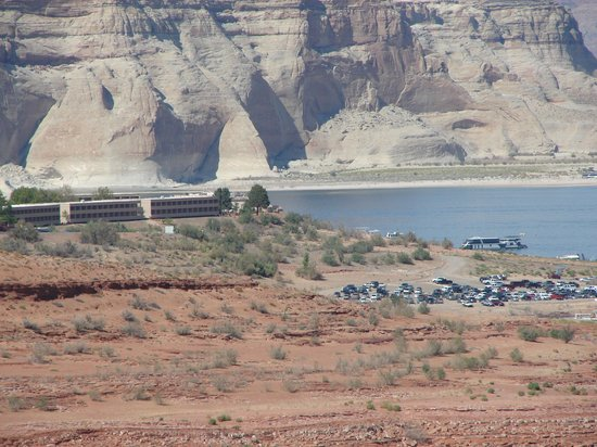 Lake Powell Resort:                   Perfectly situated lakeside