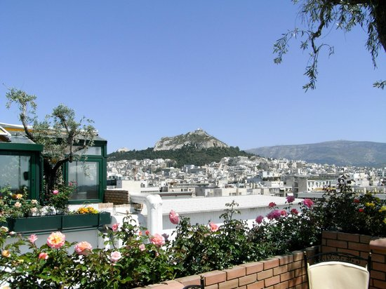 Ξενοδοχείο Τιτάνια:                   Lycabetus view from The Olive Garden Rooftop restaurant and bar