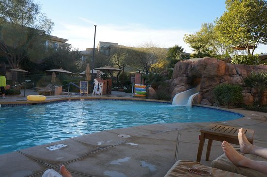 The Westin Kierland Resort & Spa:                   Main pool open from 9-5.