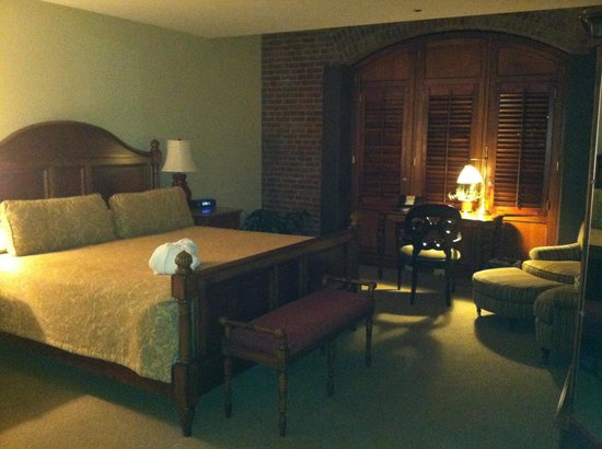 Inn at Henderson's Wharf:                   Great rooms