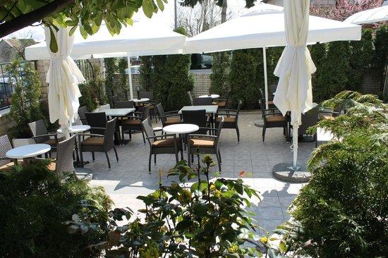 Vila Tina Hotel - Restaurant: Terasse