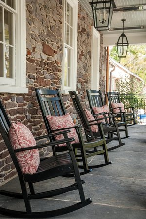 Golden Pheasant Inn: Front Porch
