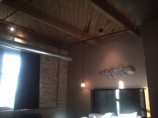 The Iron Horse Hotel: Cool ceiling!