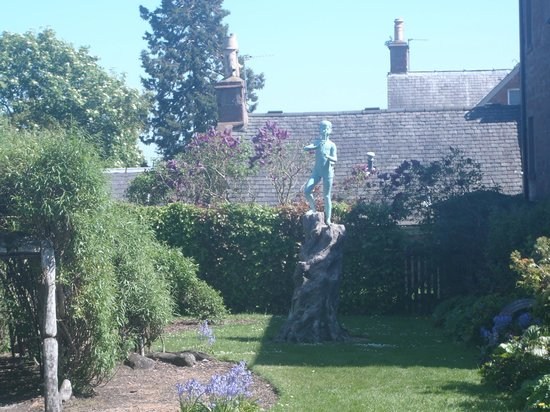JM Barrie's Birthplace:                   The garden in the backyard.