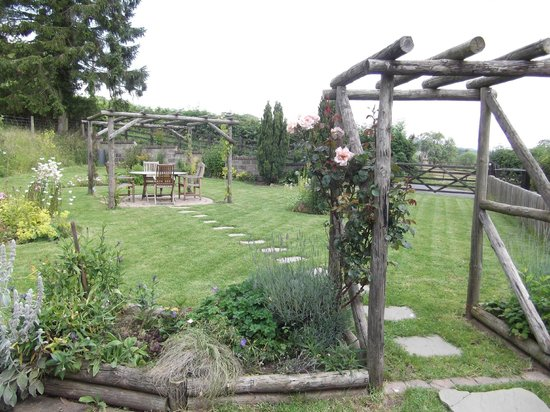 The New Inn: Back Garden