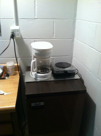 Pine Motel: Coffee maker