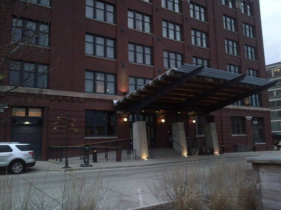 Iron Horse Hotel: Front entrance